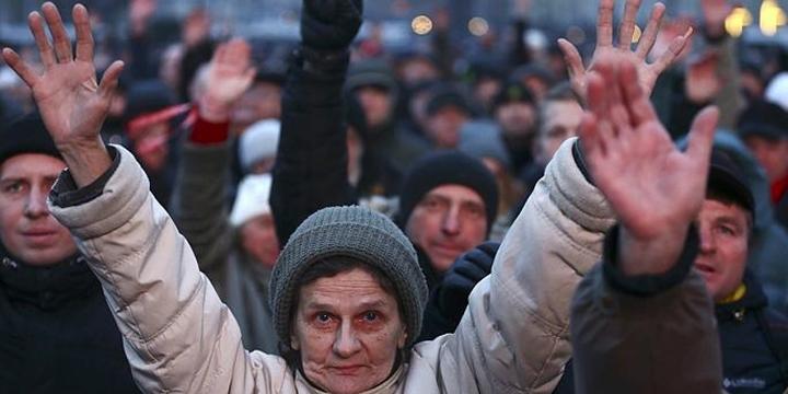 Belarus'ta Binlerce Kişi Hükümetin Vergi Yasasını Protesto Etti