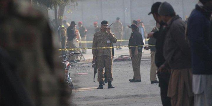 Pakistan'da Mahkemeye Canlı Bomba Saldırısı: 4 Ölü