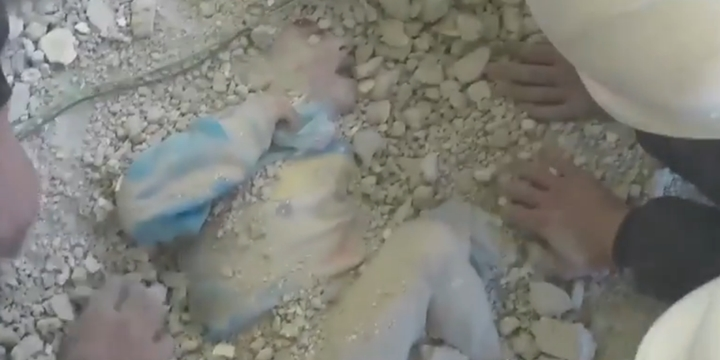 Küçük Kız Çocuğu Enkazın Altından Son Anda Kurtarıldı!