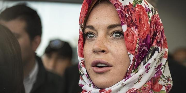 Lindsay Lohan Başörtüsü Nedeniyle Ayrımcılığa Uğradı!