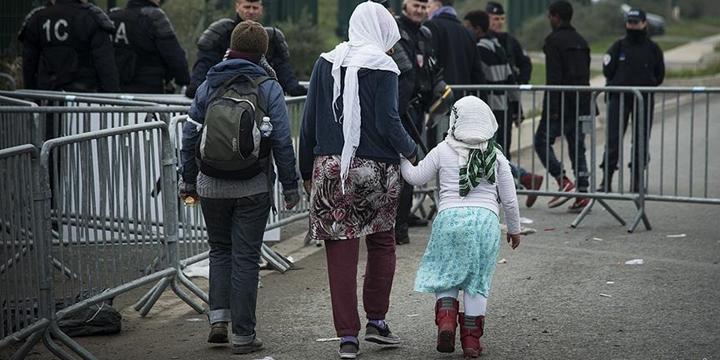 Fransa'da Belediye Mültecilere Yemek Vermeyi Yasakladı!