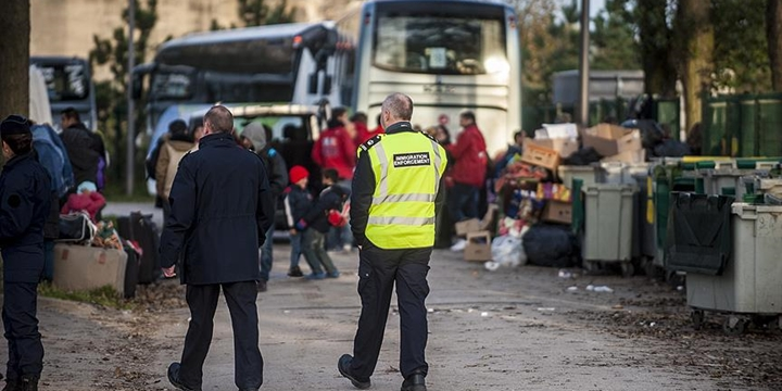 Fransa'da Belediye Göçmenlere Getirilen Yasağın Alanını Genişletti!