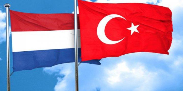 """Çavuşoğlu'nun """"Çok Ağır Sonuçlar"""" Dediğini Hollanda """"Çok Ağır"""" Görüyor mu?"""