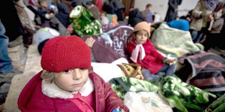 Kuşatma Altındaki Humus'tan El-Bab'a Tahliye Edilen Suriyeliler Azez'e Naklediliyor