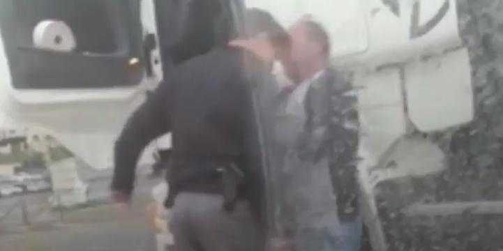 İşgalci İsrail Polisi Filistinli Şoföre Saldırdı!