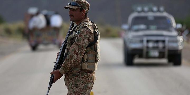 Pakistan ile Afganistan Sınırına Dikenli Tel Örülüyor!