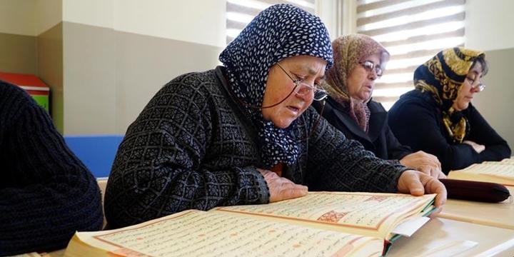 70 Yaşında Kur'ân Okumayı Öğrendi