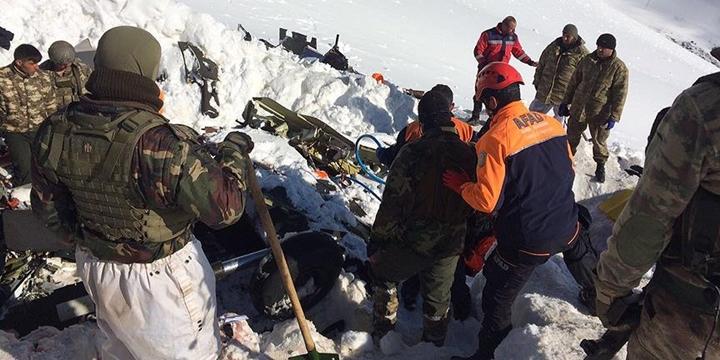 Düşen Helikopterdeki 12 Kişinin Cenazesi Enkazdan Çıkarıldı