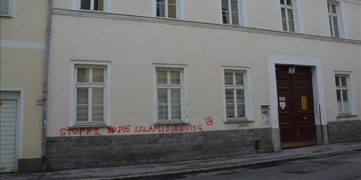 Avusturya İslam Toplumu'nun Binasına Irkçı Saldırı Düzenlendi!