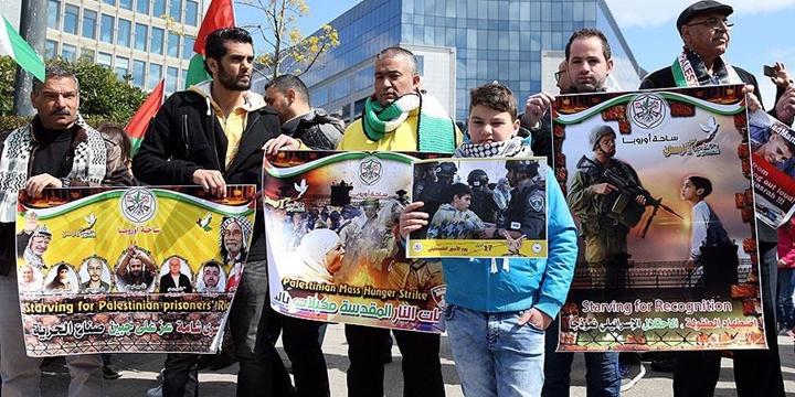 Brüksel'de Filistinli Tutsaklara Destek Gösterisi Düzenlendi