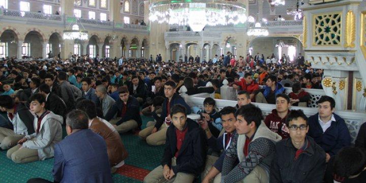 10 Bin Öğrenci Camide Buluştu!