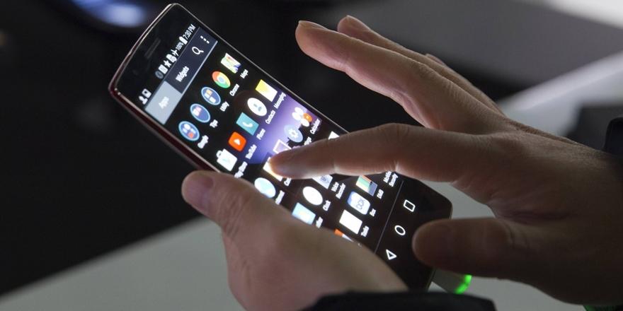 """""""Akıllı Telefonlar Aile Hayatını Olumsuz Etkiliyor"""""""