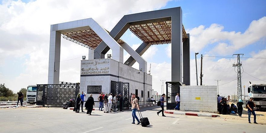 """Refah Sınır Kapısı """"Geçici ve Tek Yönlü"""" Olarak Açıldı"""