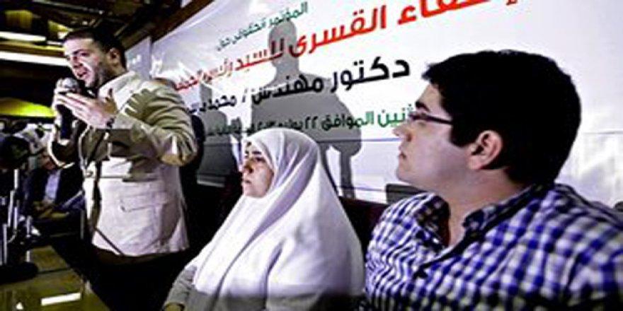Sisi Cuntası Muhammed Mursi'yi 4 Aydır Ailesiyle Görüştürmüyor
