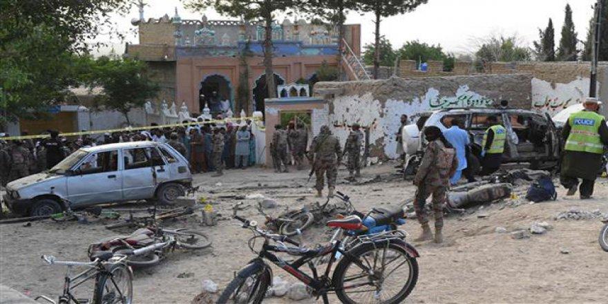 Pakistan'da İşçilere Silahlı Saldırı: 10 Ölü