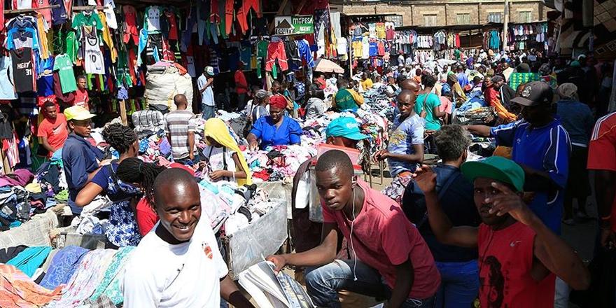 Kenyalılar Batı'nın İkinci El Kıyafetlerini Giyiyor!