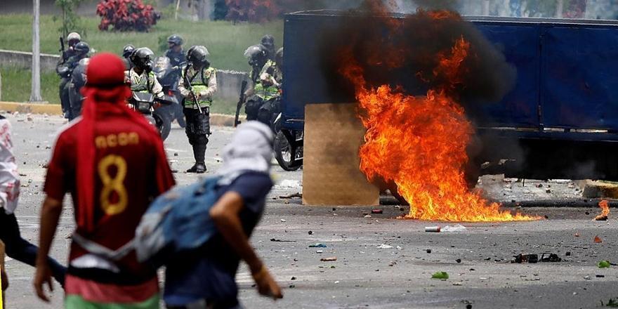 """Venezuela'da """"Eyleme Devam"""" Mesajı"""