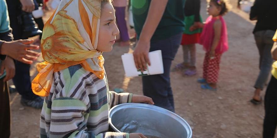 Her Gün 10 Bin Suriyeli Yetime Sıcak Yemek