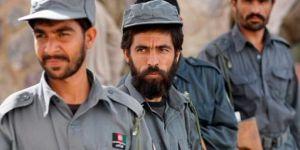 Kâbil Yönetimine Bağlı 52 Polis Taliban'a Teslim Oldu!
