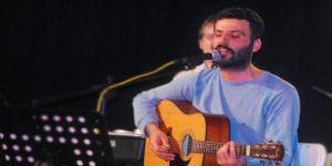 """M. Ali Aslan Adil Avaz'ın Unutulmaz """"İntifada"""" Şarkısını Seslendirdi"""