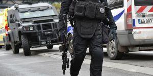 Paris'te Askere Araçlı Saldırı: 6 Yaralı