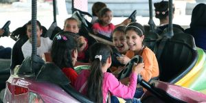 Suriyeli ve Iraklı Çocuklar İlk Kez Lunaparka Gitti!