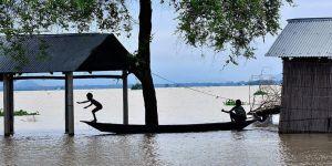 Hindistan'ın Doğusunda Etkili Olan Seller En Az 250 Can Aldı!