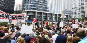 ABD'de Artan Irkçılık ve Nefret Olayları Protesto Edildi
