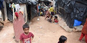 Hindistan'a Giden Arakanlıların Zorlu Yaşam Mücadelesi!