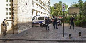 Paris'te Bir Askere Bıçaklı Saldırı