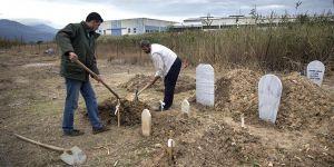 Atina'da Müslüman Göçmenlerin Mezarlık Çilesi!