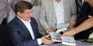 Ahmet Davutoğlu'nun Kitabı da Cezaevlerinde Yasaklandı
