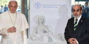 Papa, BM'ye Aylan Kurdi'nin Heykelini Hediye Etti!