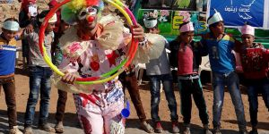 Suriye'de Çocuklara Palyaçolu Eğlence