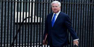 İngiltere Savunma Bakanı Fallon İstifa Etti