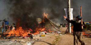 Pakistan: Adalet Bakanının İstifasıyla İslamcılar Eylemlerini Sonlandırdı