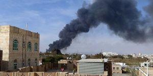 Suudi Arabistan Sana'daki Cumhurbaşkanlığı Sarayı'nı Vurdu!