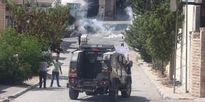 İşgalci İsrail Ordusuna Ait Askeri Araç Filistinli Çocuğa Çarptı!