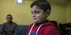 Suriyeli Ahmed Ödünç İşitme Cihazıyla Duyabildi!