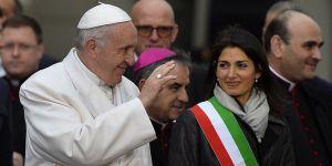Papa'nın Şili Ziyaretinin İlk Gününde Üç Kilise Ateşe Verildi!