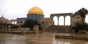 Mescid-i Aksa'da 20 Bin Kişi Cuma Namazı Kıldı