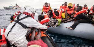 Libya Açıklarında Göçmen Teknesi Battı: 90 Ölü