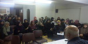 İzmir'de 'Bireysel ve Toplumsal Alanda Ahlakî Çöküş' Konuşuldu