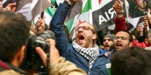 İstanbul'daki Suriyeliler Esed-Rusya-İran Cephesinin Katliamlarını Protesto Etti