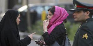 """İran'da """"Zorunlu Başörtüsü"""" Tartışması"""