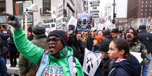 Chicago'da Trump ve Polis Şiddeti Protesto Edildi