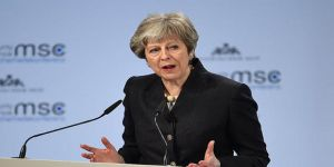 İngiltere Başbakanı May'den Darbeci Sisi'ye Tebrik Telefonu
