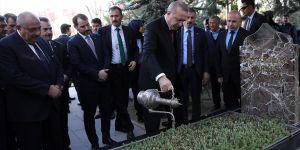 Erdoğan'ın Türkeş'in Mezarını Ziyaret Etmesi Sürpriz Sayılır mı?