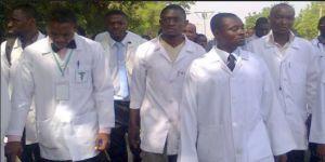 Nijerya'da Sağlık Çalışanları Greve Gitti