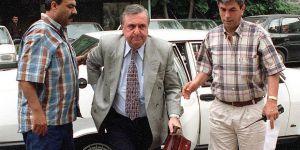 Eski Milli Savunma Bakanı Vuralhan Bıçaklanarak Öldürüldü